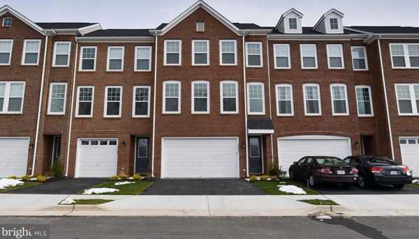 42283 Lancaster Woods Square - Photo 1
