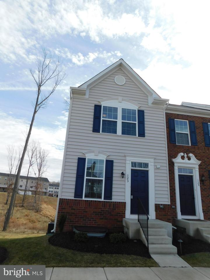 123 streamview drive fredericksburg va 22405 mls for Fredericksburg va cabin rentals