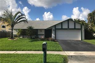 9540 NW 32nd Ct - Photo 1