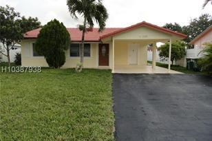 8122 NW 93rd Ter - Photo 1