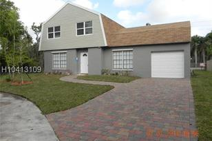 7821 NW 42nd Ct - Photo 1
