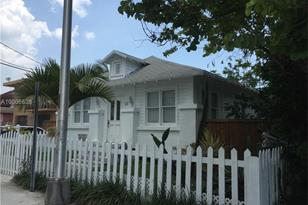 127 SW 8th Ave - Photo 1