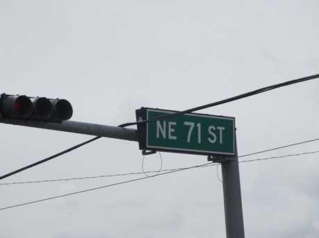 423 NE 71st St - Photo 3