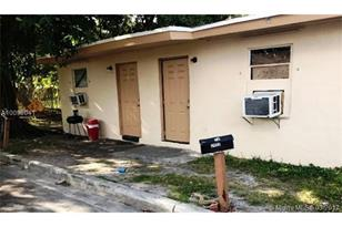 2402 NW 6th Ct - Photo 1