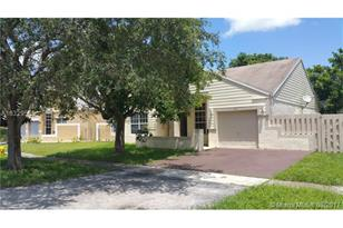 1431 SW 85th Ave - Photo 1