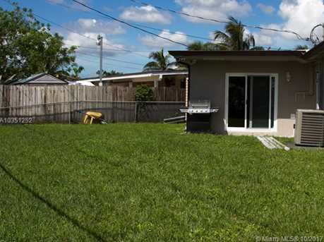 7800 NW 174th Ter - Photo 11