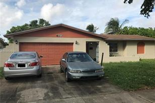 4501 NW 13th St - Photo 1