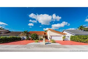 10040 SW 127th Ave - Photo 1