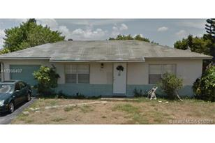 8111 SW 9th Ct - Photo 1