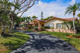 9825 SW 124th Ter - Photo 1