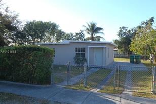 1050 NW 141 St - Photo 1