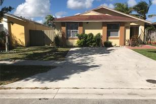 11861 SW 208th Ter - Photo 1