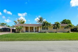 11421 SW 100th Ave - Photo 1