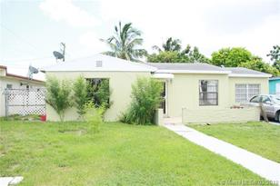 510 NW 108th St - Photo 1