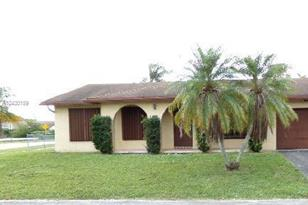 10900 NW 26th St - Photo 1