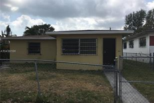 820 NW 67th St - Photo 1