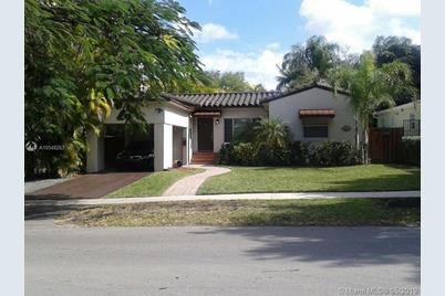 2701 SW 17th Ave - Photo 1