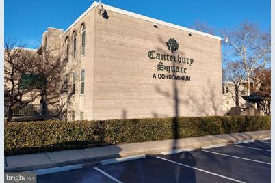 8 Canterbury Square #101 - Photo 1