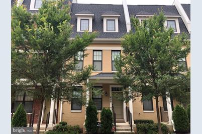 609 Lancaster Street NE - Photo 1