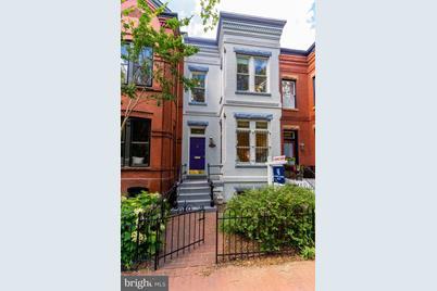 1208 E Capitol Street NE - Photo 1