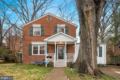 1833 S George Mason Drive - Photo 1