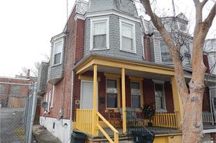 1633 W 4th Street - Photo 1