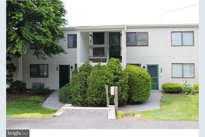 225 Summit House - Photo 1