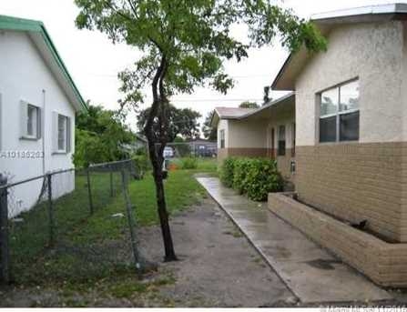 2730 NW 14th Ct - Photo 1