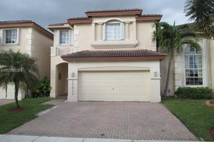 11411 NW 68th Ter - Photo 1