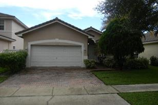 3049 SW 137th Ave - Photo 1