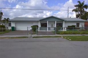 562 NW 9th St - Photo 1
