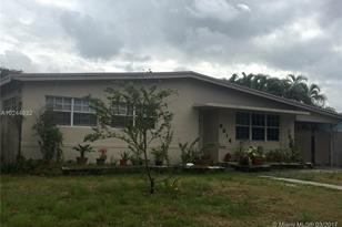 6814 NW 15th St - Photo 1