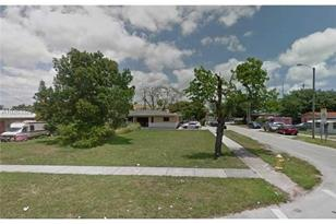 1401 NW 45th St - Photo 1