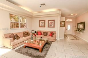 10924 NW 58th Ter - Photo 1