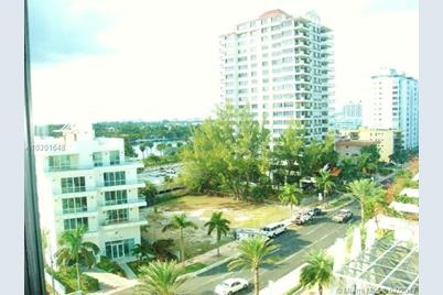 6345 Collins Ave 827