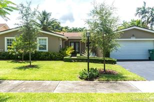 10310 SW 130th Ave - Photo 1