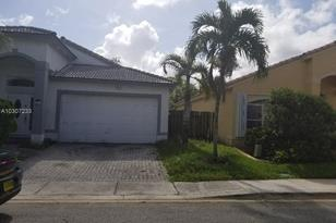 1537 SW 105th Ave - Photo 1