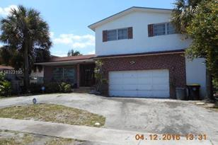 216 SW 11th Ave - Photo 1