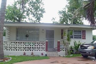 10501 NW 12th Ave - Photo 1