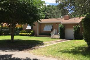 7524 SW 53rd Ave - Photo 1