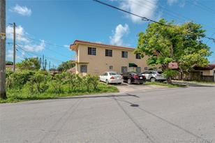 1810 NW 3rd St - Photo 1