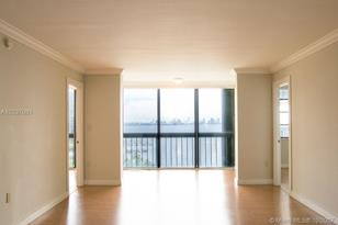 2333 Brickell Ave #1007 - Photo 1