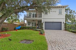 720 SW 9th Ave - Photo 1