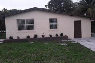3380 NW 9th St - Photo 1