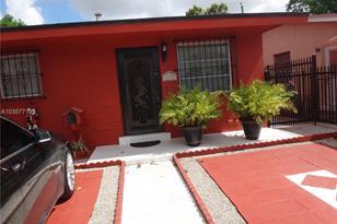 4655 E 8 Ave - Photo 1