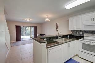 4941 SW 66th Ter #4941 - Photo 1