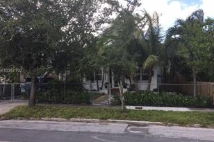 1865 SW 10th St - Photo 1