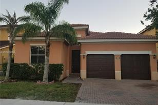 8890 NW 182 St - Photo 1