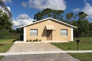 1350 NW 3rd St - Photo 1