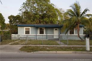 1118 NW 15th Ave - Photo 1